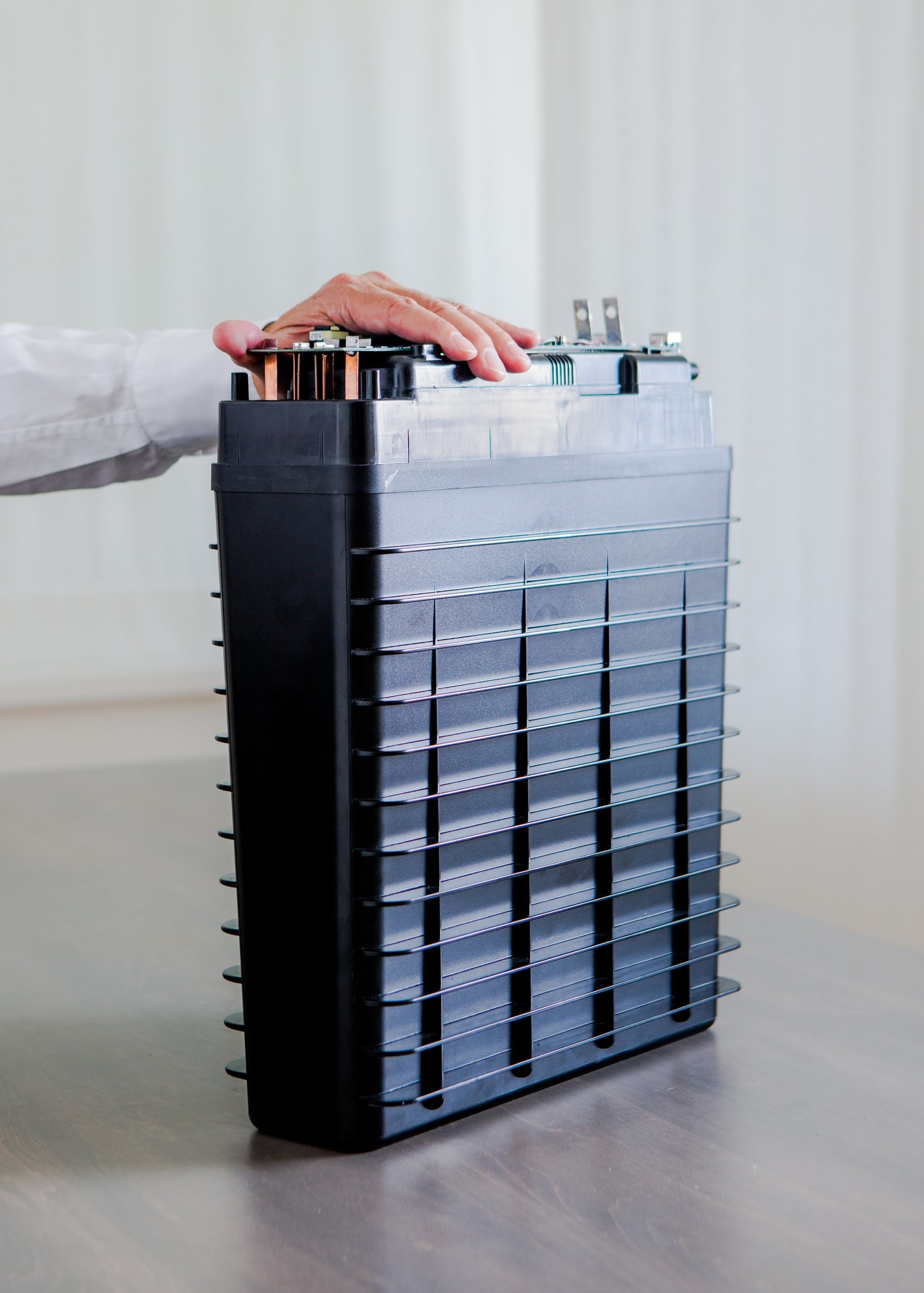 Cheaper Battery Is Unveiled as a Step to a Carbon-Free Grid